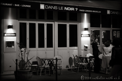 Dans le noir a paris nathalie with an h 39 s confessional for Dans ke noir